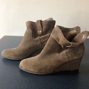 Lucky brand booties sz 7.5 dark taupe suede